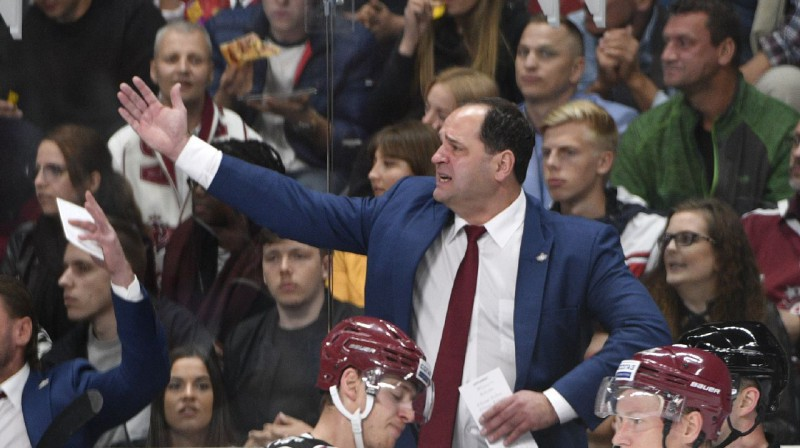 """""""Dinamo"""" virsvadonis Ģirts Ankipāns nu jau ierastā pozā. Foto: Romāns Kokšarovs, f64"""