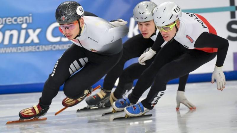 Roberts Krūzbergs (pa vidu). Foto: AP/Scanpix