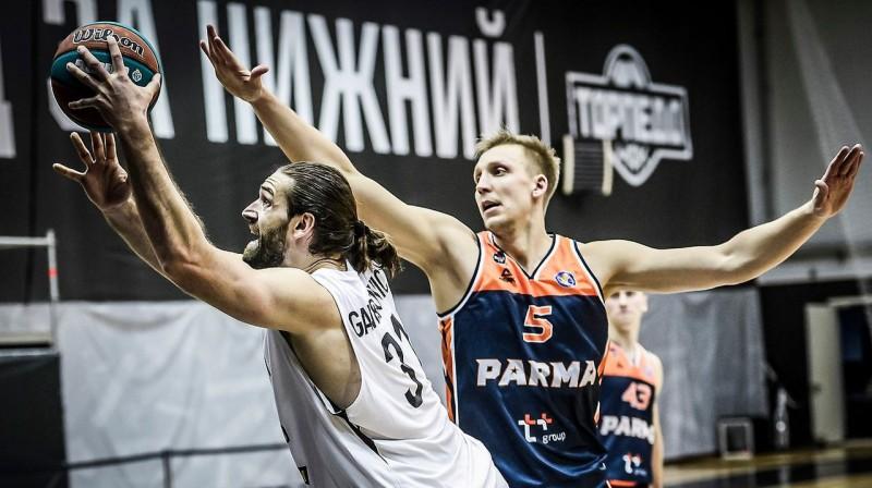 Mareks Mejeris aizsardzībā. Foto: nn-basket.ru