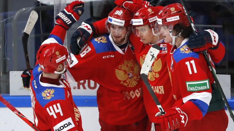 Krievijas izlases hokejisti svin vārtu guvumu. Foto: Evgenia Novozhenina/Reuters/Scanpix