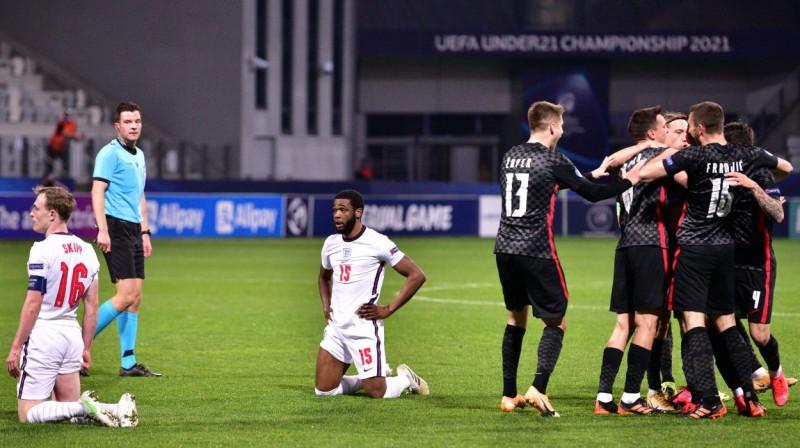 Horvātijas U21 izlases futbolisti līksmo, angļiem bēdas. Foto: Igor Kupljenik/EPA/Scanpix