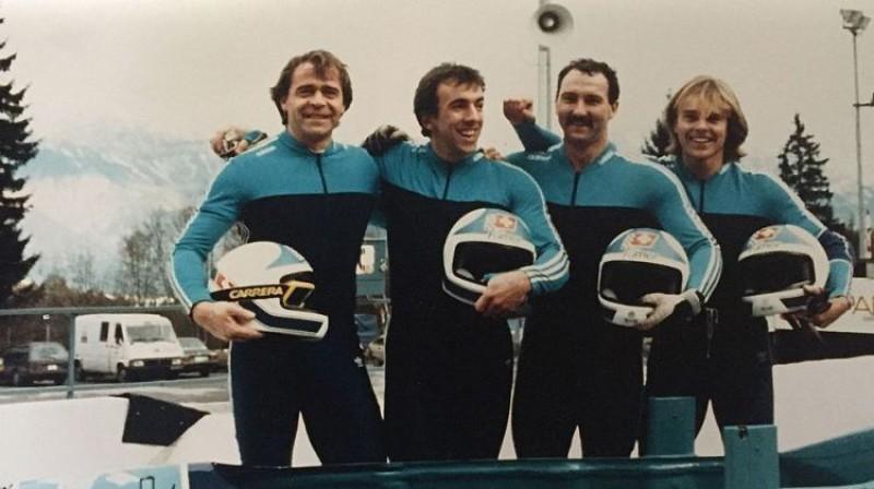 Ekehards Fassers (pa labi) ar savu komandu. Foto: LBSF