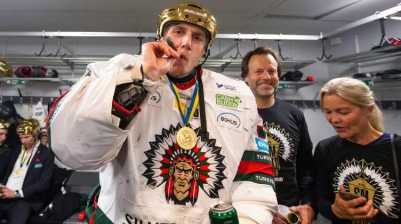 Juhans Matsons pēc Zviedrijas zelta izcīnīšanas. Foto: imago images/Bildbyran/Scanpix