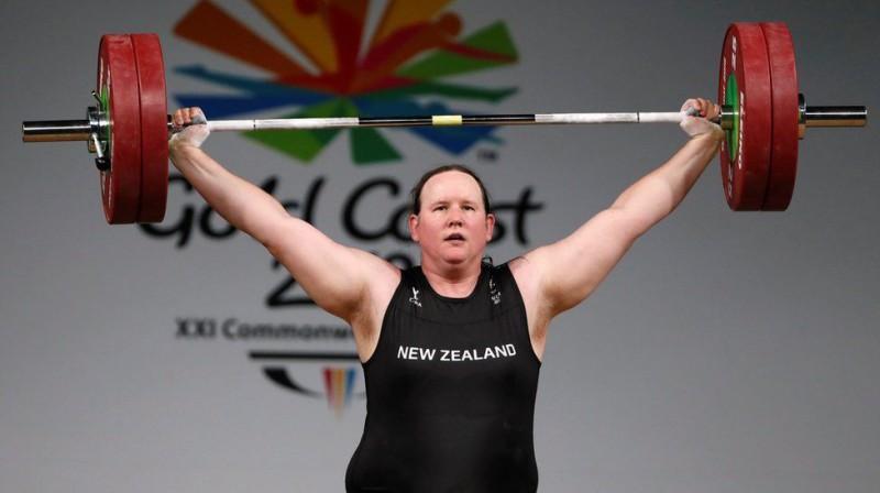 Jaunzēlandes svarcēlāja Lorela Habārda bija pirmais transatlēts, kas piedalījās olimpiskajās spēlēs. Foto: Reuters/Scanpix