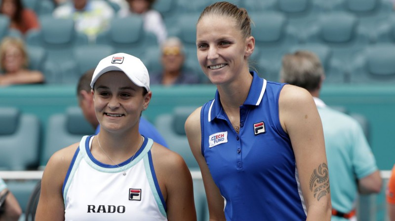 Ešlija Bārtija un Karolīna Pliškova. Foto: AP/Scanpix