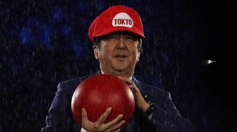 Japānas premjerministrs Šinzo Abe 2016. gada 21. augustā Rio iejutās Supermario lomā. Foto: Reuters/Scanpix
