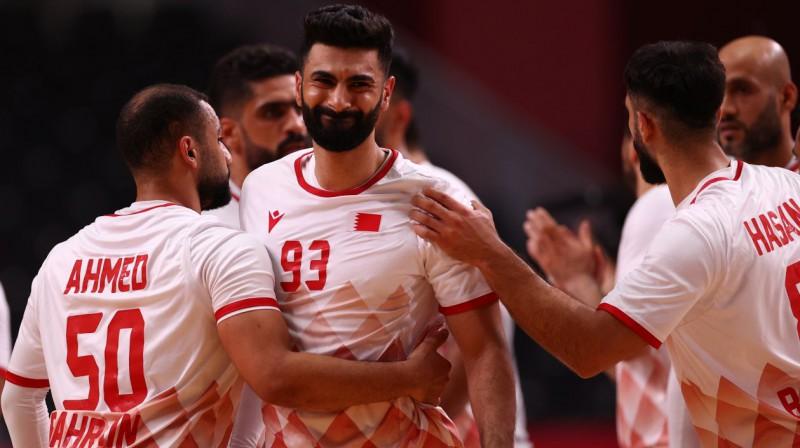 Bahreinas izlases handbolisti pārdzīvo zaudējumu Zviedrijai. Foto: Susana Vera/Reuters/Scanpix