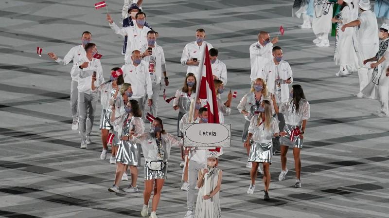 Latvijas delegācija Tokijas spēļu atklāšanas ceremonijā. Foto: olimpiadef64.lv