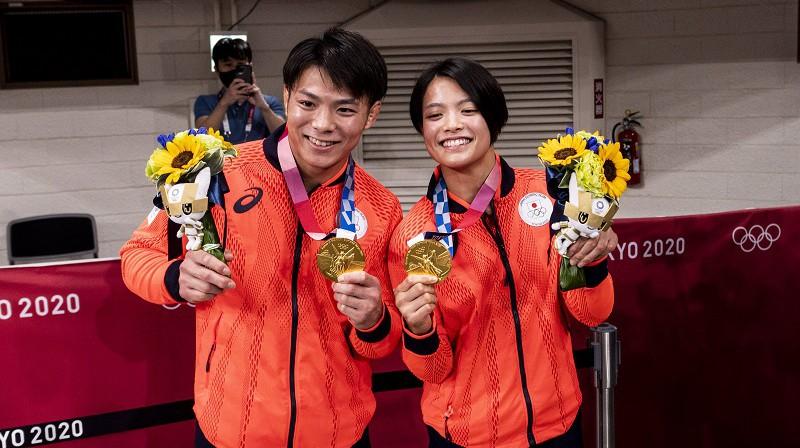 Hifumi Abe un viņa māsa Uta Abe: divas zelta medaļas džudo vienā dienā. Foto: imago/Scanpix