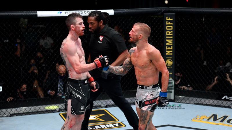 Korijs Sendheigens (pa kreisi) un Tīdžejs Dilašovs. Foto: twitter.com/UFC
