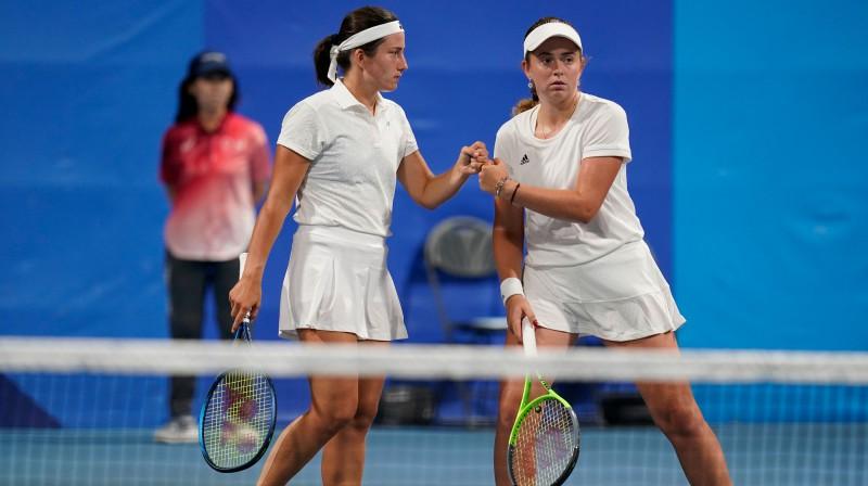 Anastasija Sevastova un Aļona Ostapenko. Foto: olimpiadef64.lv