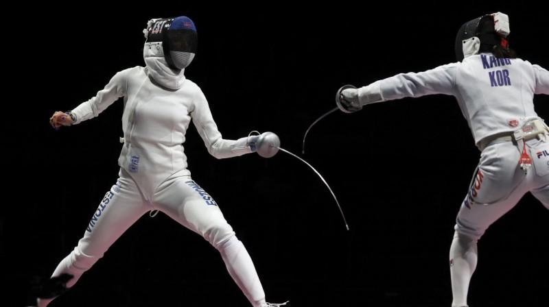 Igauņu paukotāja Katrīna Lehisa (pa kreisi) finālā pret Dienvidkoreju. Foto: Leah Millis/Reuters/Scanpix