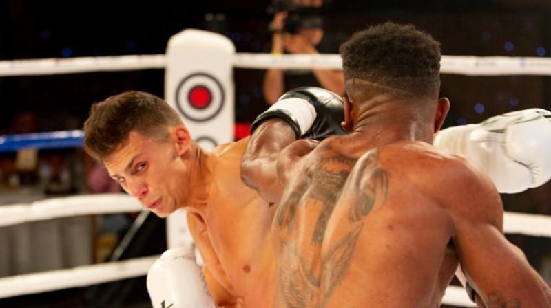 Mārcis Grundulis cīņā pret Jomeru Medrano. Foto: Boriss Simsons/LNK Boxing