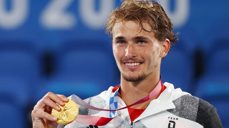Aleksandrs Zverevs ar olimpisko zelta medaļu. Foto: Reuters/Scanpix