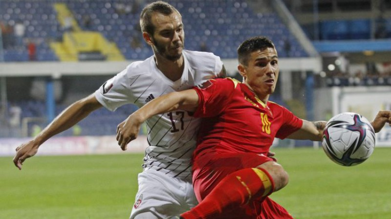 Artūrs Zjuzins spēlē pret Melnkalni. Foto: Reuters/Scanpix