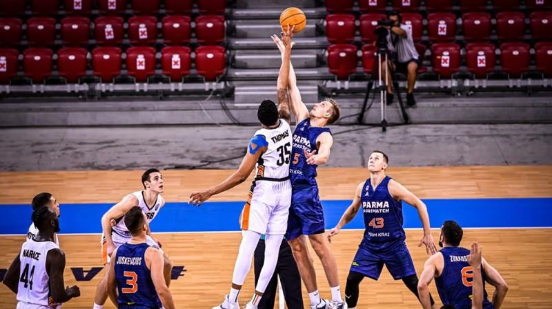 Mareks Mejeris (#5) centra iemetienā. Foto: FIBA