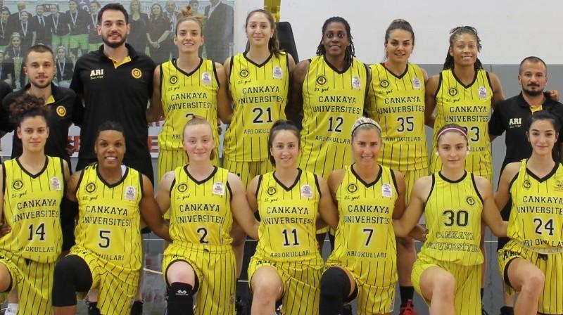 """Elīna Babkina un """"Cankaya University"""" basketbolistes 2021. gada 20. septembrī. Foto: Cankaya University"""