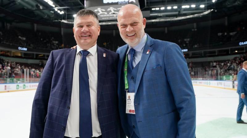 Aigars Kalvītis un Viesturs Koziols. Foto: LHF
