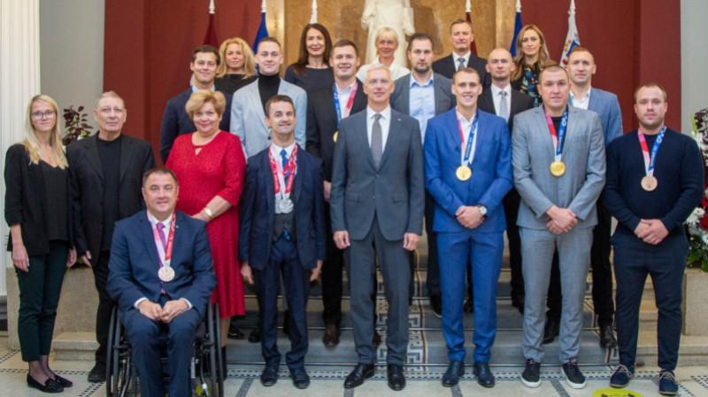 Tokijas spēļu medaļnieki ciemojas pie Latvijas valdības vadītāja. Foto: Valsts kanceleja / mk.gov.lv