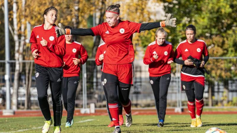 Latvijas U19 sieviešu izlases futbolistes. Foto: LFF